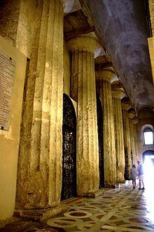 0779_-_Siracusa_-_Duomo_-_Navata_destra_-_Foto_Giovanni_Dall'Orto_-_22-May-2008