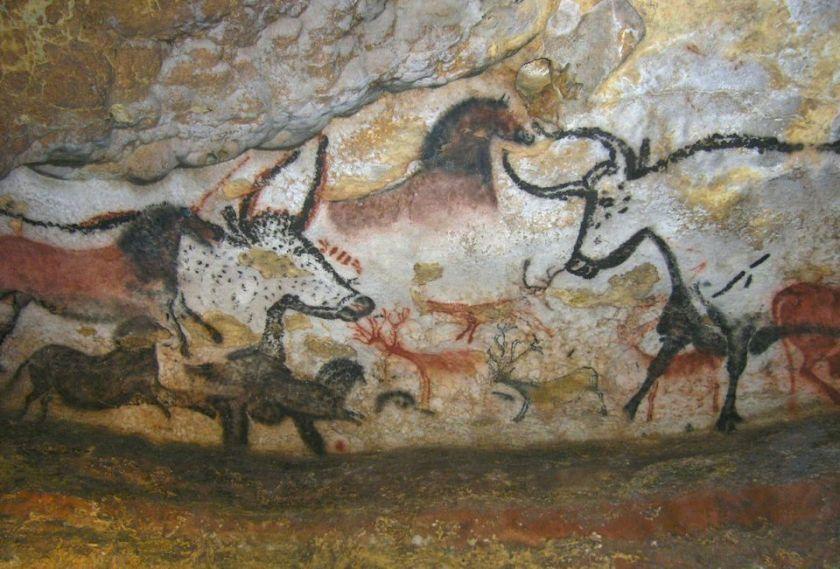 856898-salle-des-taureaux-cheval-brun-et-aurochs-lascaux